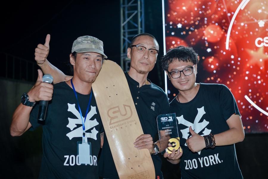 表滑板联盟领取幕后英雄奖,感谢滑板联盟所有滑板俱乐部对CSP全